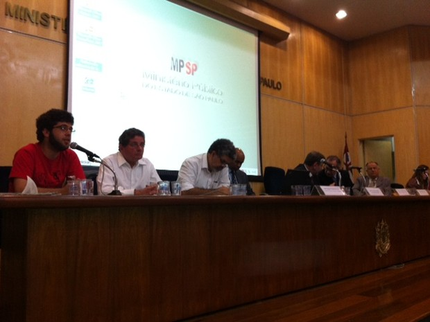 Integrantes do Movimento pelo Passe Livre fazem audiência convocada pelo Ministério Público fazem (Foto: Roney Domingos/G1)