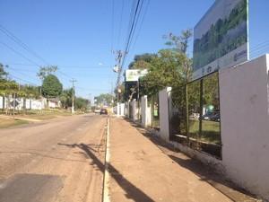 Vítima foi abordada na Estrada de Santo Antônio, quando seguia para casa (Foto: Ísis Capistrano/G1)