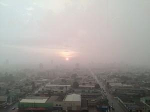 Domingo pode continuar com chuva em Porto Velho (Foto: Ana Fabre/ G1)