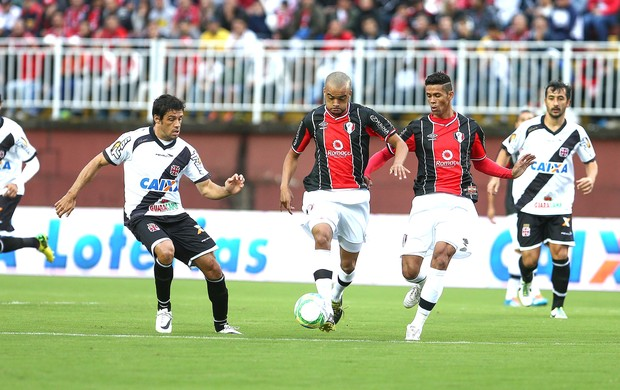 Washington e Fabricio Joinville e Vasco (Foto: Geraldo Bubniak / Agência estado)