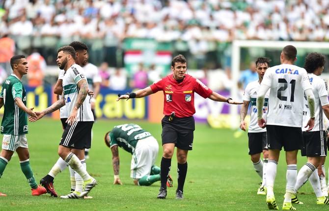 Árbitro -  Palmeiras x Coritiba  (Foto: Marcos Ribolli)