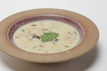Sopa asiática com frango, curry e gengibre
