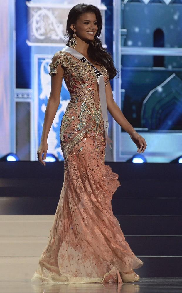 Miss Brasil no Miss Universo com traje de gala (Foto: AFP)