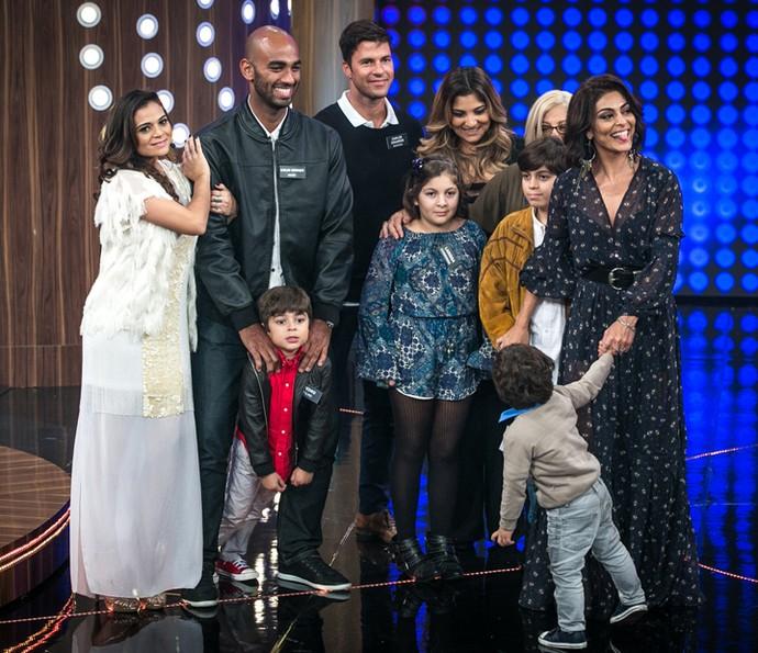 Juliana Paes e sua família curtem o fim do programa (Foto: Isabella Pinheiro / Gshow)
