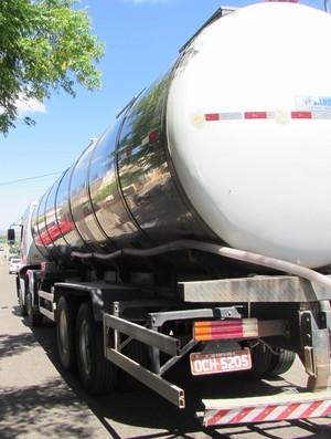 caminhão pipa, Coliseu, Alto Santo, estádio, futebol (Foto: Juscelino Filho)