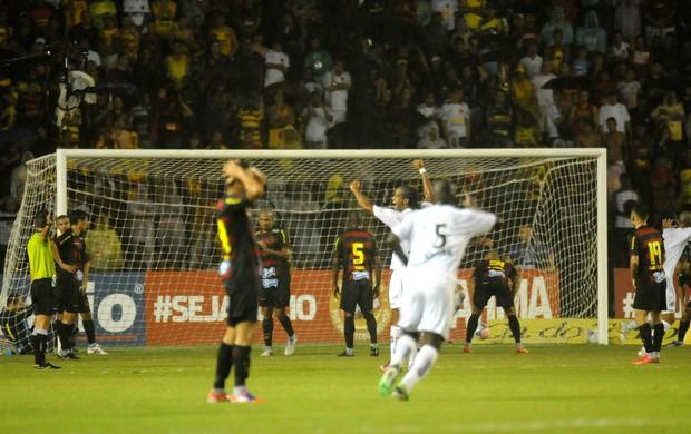 sport x bragantino (Foto: Aldo Carneiro / Pernambuco Press)