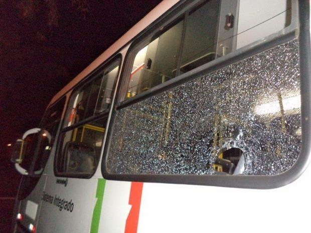 Ônibus do transporte público de Piracicaba é apedrejado (Foto: Divulgação Aetup)