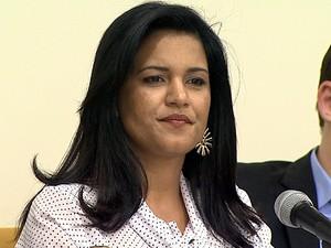 Andressa Rufini denuncia que 1,3 mil litros de leite foram desviados da cozinha piloto (Foto: Chico Escolano/EPTV)