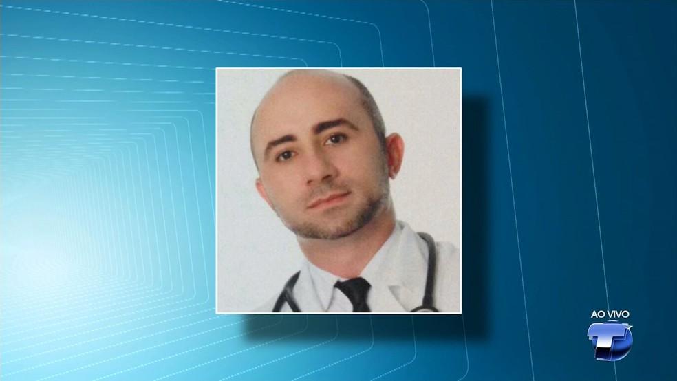 Médico Álvaro Cardoso Magalhães preso por crime de Pedofilia e Estupro de vulnerável (Foto: Reprodução/TV Tapajós)