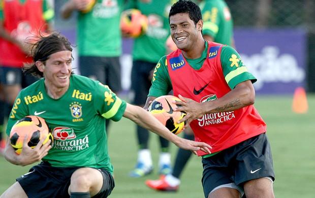 Hulk e Filipe Luis no treino Seleção (Foto: Mowa Press)