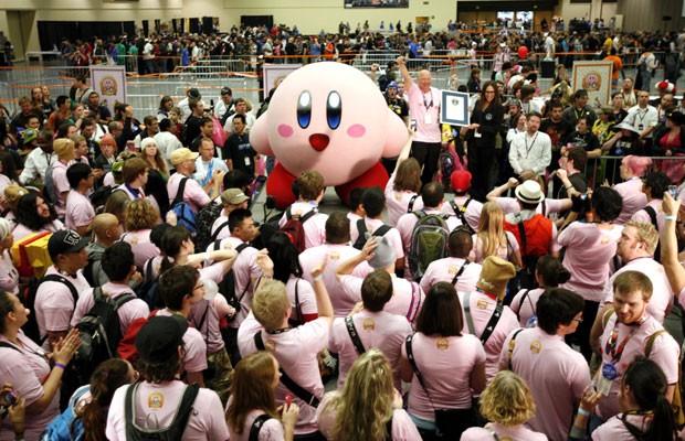 Fãs de 'Kirby' fazem bola de chiclete ao mesmo tempo e quebram recorde 02zgamebola