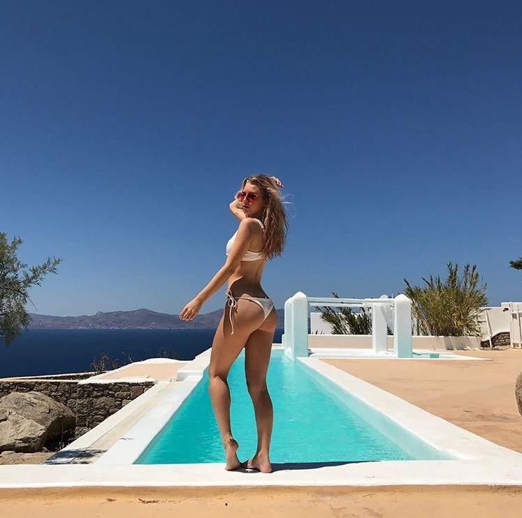 Lottie Moss exibe as curvas só de biquíni em Mykonos  (Foto: Reprodução/Instagram)