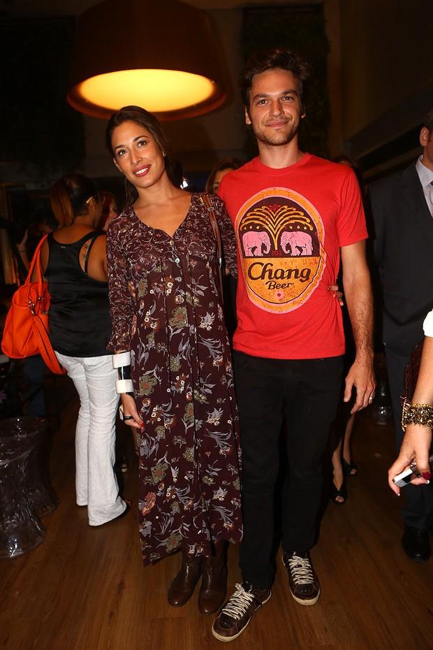 Giselle Itié com o marido (Foto: Iwi Onodera / Ego)
