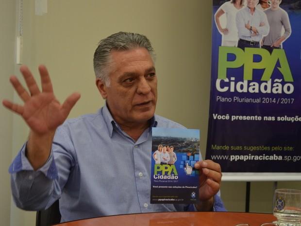 Gabriel Ferrato apresenta Plano Plurianual de Piracicaba (Foto: Thomaz Fernandes/G1)