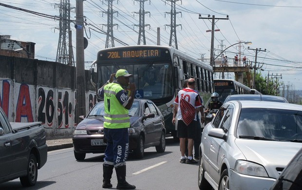 Flamengo x Madureira rua guarda trânsito (Foto: Janir Junior)