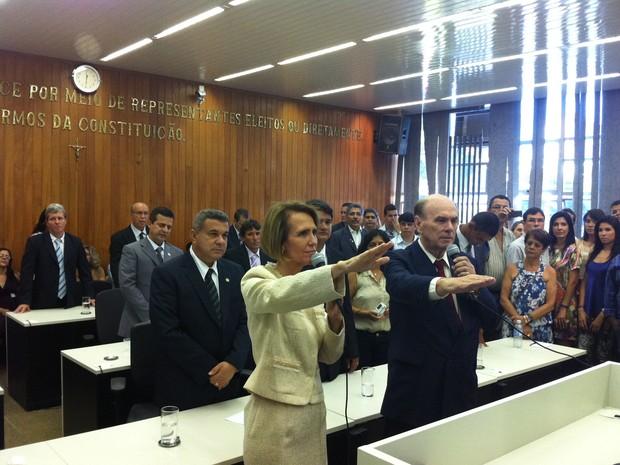 Elisa Costa (PT) e Ronaldo Perim (PMDB) foram empossados prefeita e vice, respectivamente, de Governador Valadares (Foto: Diego Souza/G1)