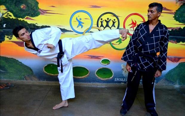 Taekwondo Manaus Raimundo Gomes e filho (Foto: Emanuel Mendes Siqueira/Sejel)