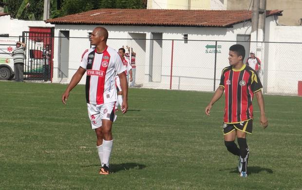 Aloísio Chulapa, com a camisa do Santa Rita (Foto: Leonardo Freire/GLOBOESPORTE.COM)