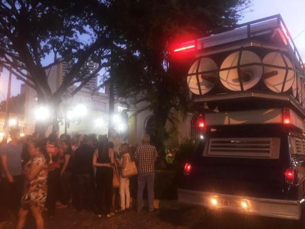 Protesto em frente à reitoria da Uninassau, nas Graças, no Recife (Foto: Reprodução/WhatsApp)