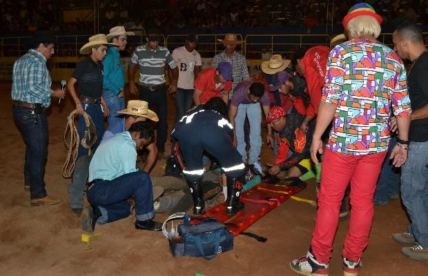 Vítima sofeu uma parada cardiaca ainda na arena de rodeio, em São Miguel do Araguaia, Goiás (Foto: Pedro Gomes/Diário do Norte)
