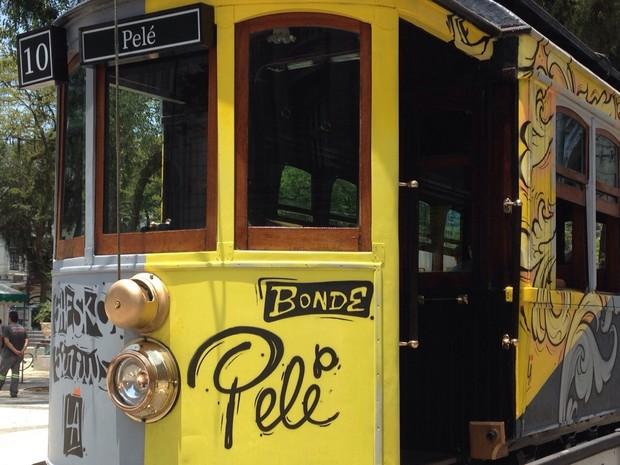 Bonde ganhou caracterização em grafite de Pelé (Foto: Rafaella Mendes / G1)