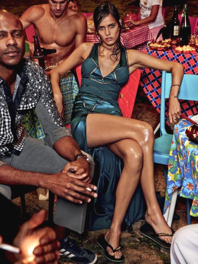 Amanda Wellsh no centro do Rio de Janeiro, na Vogue de novembro de 2014 (Foto: Arquivo Vogue)