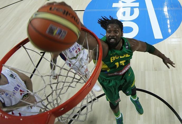 Nenê basquete Brasil x Sérvia (Foto: FIBA)