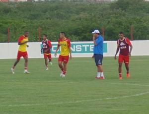 Roberto Fernandes, técnico do América-RN (Foto: Carlos Arthur da Cruz/GloboEsporte.com)
