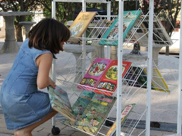 Biblioteca Móvel visita praças para estimular leitura em São João, SP (Foto: Marcelo Gregório / Assessoria São João)