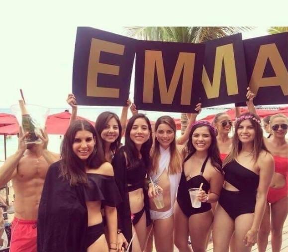 Emma e as amigas em Playa del Carmen