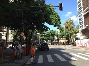 Pedestres e motoristas enfrentam dificuldades na Gávea após pane nos sinais (Foto: Mariúcha Machado/G1)