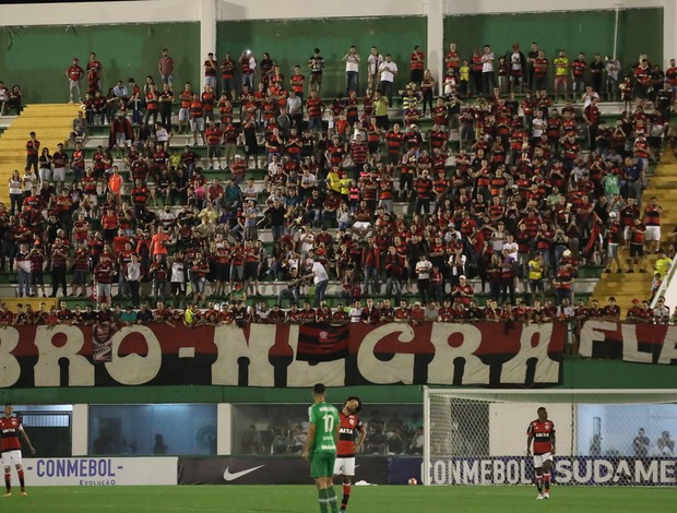 Torcida do Flamengo na Arena Condá na partida das oitavas de final contra a Chapecoense