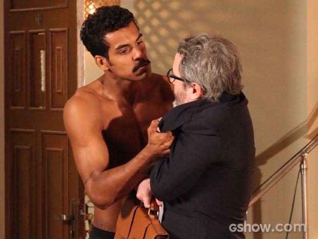 Jairo é agressivo com Nando (Foto: Carol Caminha/TV Globo)