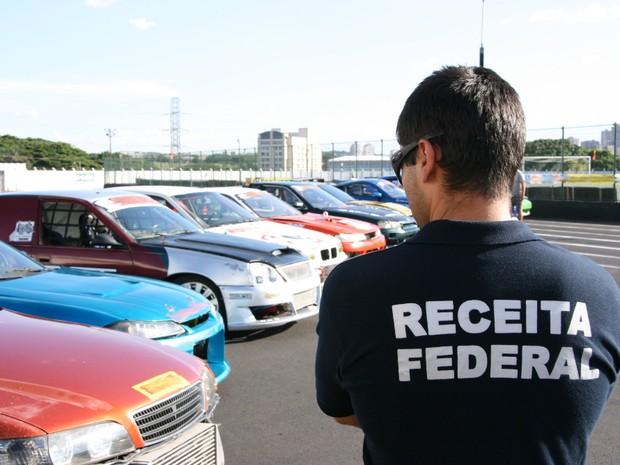 Carros de corrida estão entre as mercadorias apreendias pela Receita Federal (Foto: Divulgação)
