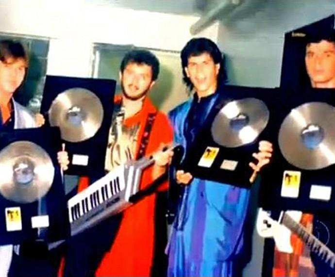 Os integrantes do RPM com os dicos de platina que ganharam nos anos 80 (Foto: Arquivo Pessoal)