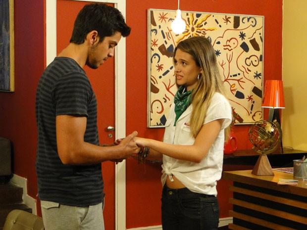 Bruno procura Fatinha no hostel e deixa garoto cheia de esperança... (Foto: Malhação / Tv Globo)