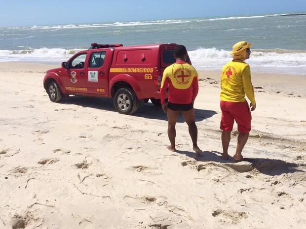 Corpo do surfista foi encontrado na manhã desta sexta na praia de Camurupim (Foto: Kleber Teixeira/Inter TV Cabugi)