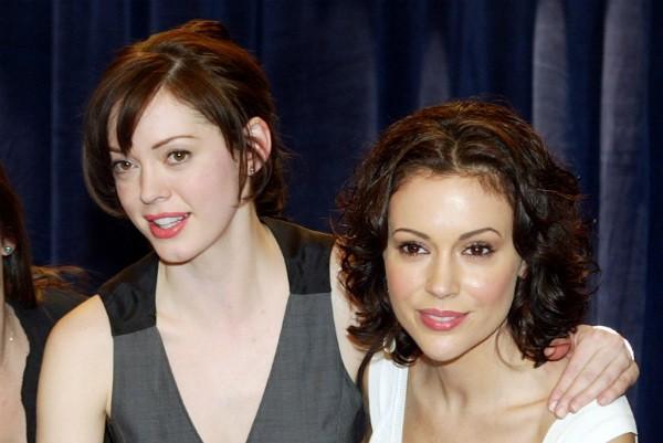 As atrizes Rose McGowan e Alyssa Milano (Foto: Getty Images)