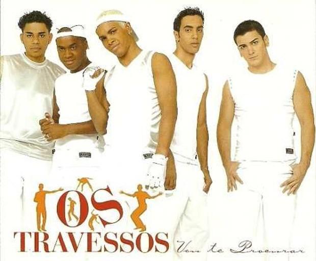 Rodriguinho (centro) foi vocalista d'Os Travessos de 1993 a 2004 e de 2014 a 2016 (Foto: Reprodução)
