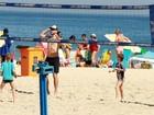 Rodrigo Hilbert e Fernanda Lima curtem praia com os filhos