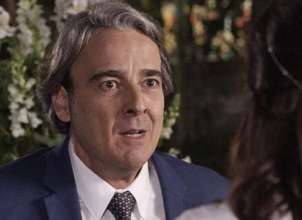 Aparício revela a Rebeca que é rico e tenta impedir casamento