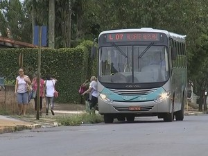 Linha 7 passou a atender mais quatro bairros, mas moradores reclamam (Foto: Reprodução/TVTEM)