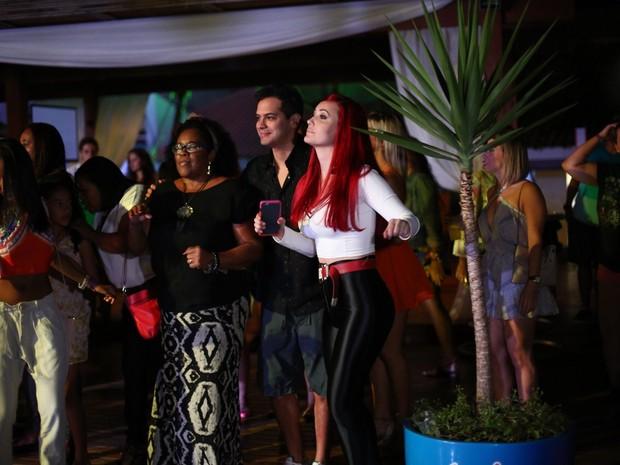 Josie Pessôa e o namorado, Alexandre Gantois, em festa na Zona Oeste do Rio (Foto: Marcos Samerson/ Agência We love Photo!/ Divulgação)