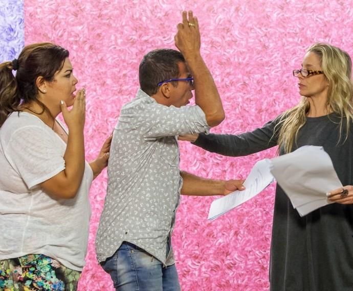 Fabiana Karla, Eri Johnson e Danielle Winits em ensaio do Tomara que Caia (Foto: Artur Meninea/Gshow)