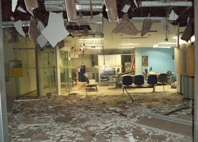 Grupo explode caixas eletrônicos no município de Timbiras no Maranhão (Foto: Silvio Ramon Sampaio)