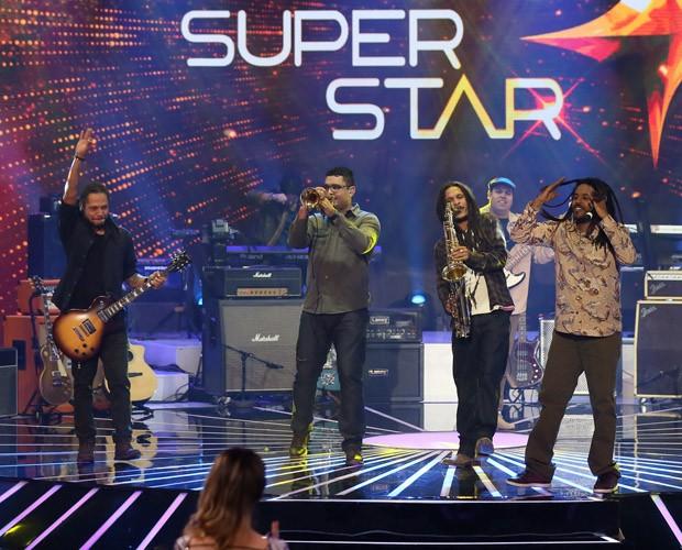 Vibrações canta música autoral 'Bom Amigo' (Foto: Isabella Pinheiro / TV Globo)