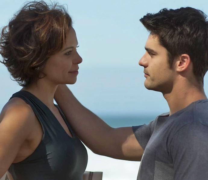 Tito convida Ana para um programinha especial (Foto: TV Globo)