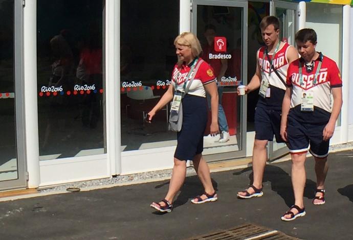 Russos na Vila Olímpica (Foto: Richard Souza)