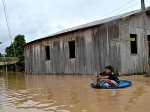 cheia tarauacá (Foto: Vanísia Nery/G1)