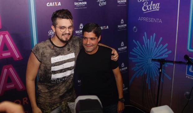 Luan Santana e o prefeito de Salvador, ACM Neto (Foto: Ricardo Cardoso e Icaro Cerqueira/Ed. Globo)
